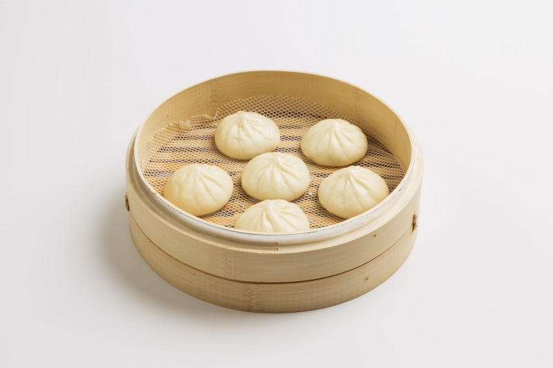 Steamed chicken bun<br /> A bite-sized meat bun with soy sauce-flavored chicken filling wrapped in a soft bun.<br />