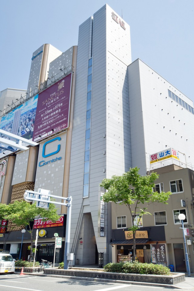 It only takes 8 minutes from JR Osaka station.  Their restaurant is located close to Hilton Osaka.