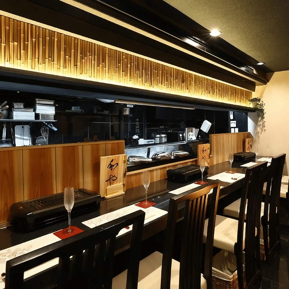 We recommend choosing the counter seats. You can see their professional chefs cooking there.