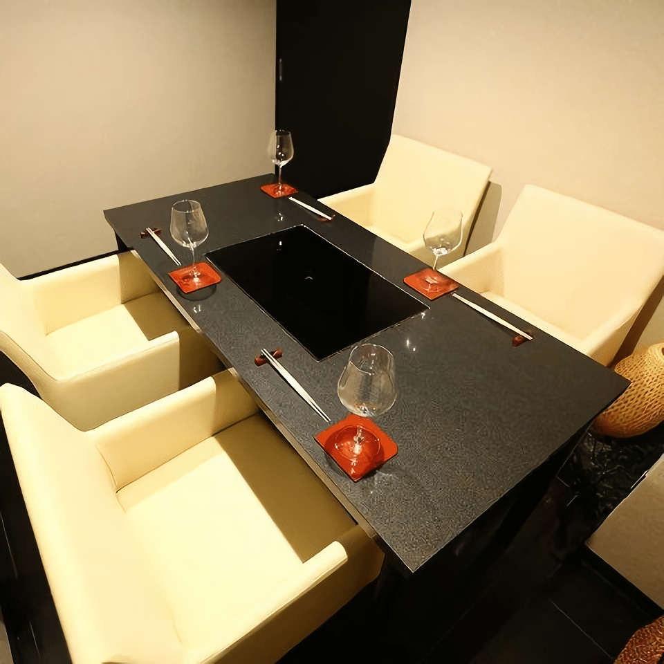 A cozy private room is also ready for guests who would like to enjoy their dishes in a relaxing atmosphere.<br /> <br /> 【Instagram】<br /> https://www.instagram.com/washokuyakiniku_kazuya<br /> <br /> 【Contact】<br /> washokuyakiniku.kazuya@gmail.com<br /> *Please make a reservation by e-mail or phone in advance.<br />