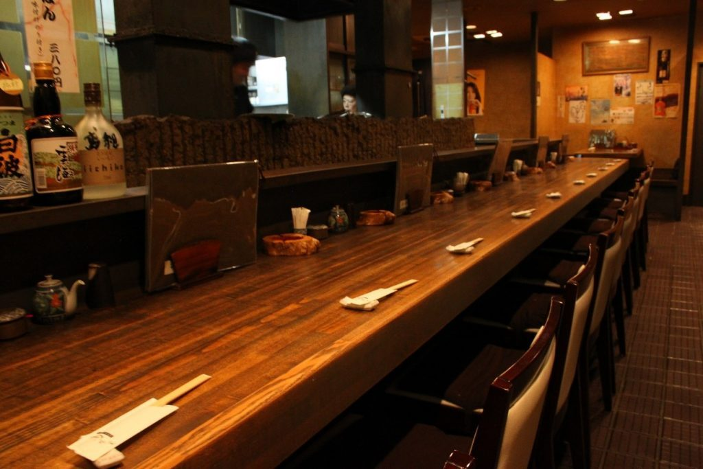 Counter seats and sunken kotatsu tables (2nd floor) are available.