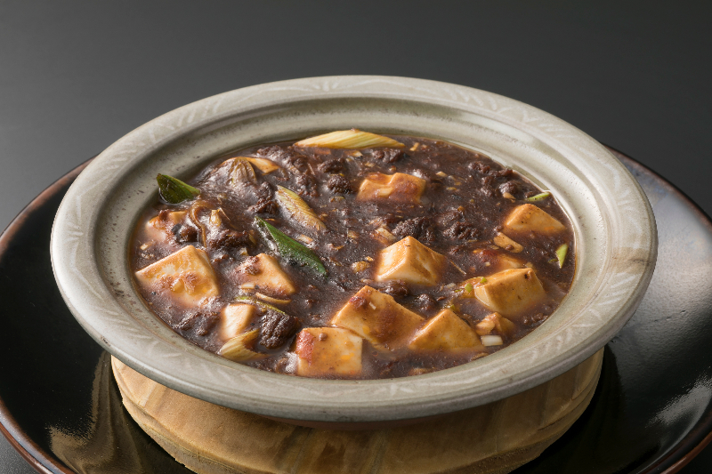 Simmered spicy tofu served in a clay pot is also their specialty.